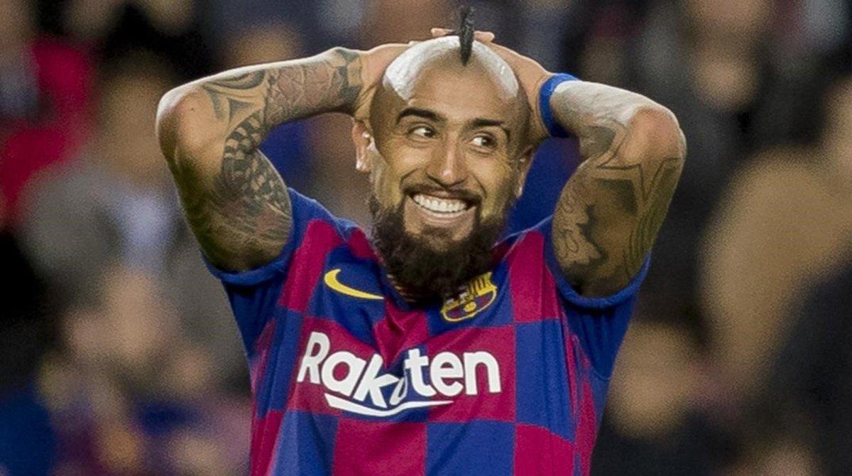 Arturo Vidal se lamenta de una ocasión perdida en el reciente partido frente al Alavés en el Camp Nou.