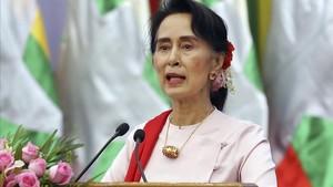 Aung San Suu Kyi, durante un discurso en Naypyitaw (Birmania), el 11 de agosto.