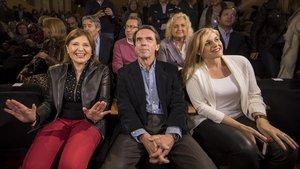 Aznar, junto a la presidenta del PP valenciano, Isabel Bonig (a la izquierda),este miércoles, en València.