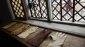 En esta casa nacióShakespeare Su padre tenia un taller de confeccion de prendas en cuero en los bajos de la casa.