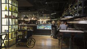 La sala de Casa Palet, uno de los restaurantes de Mercat, en el centro comercial Glòries.