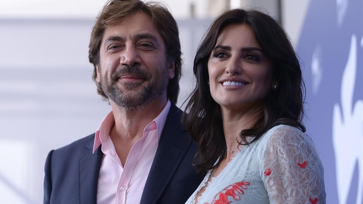 Javier Bardem y Penélope Cruz, en la presentación de Loving Pablo en la Mostra.