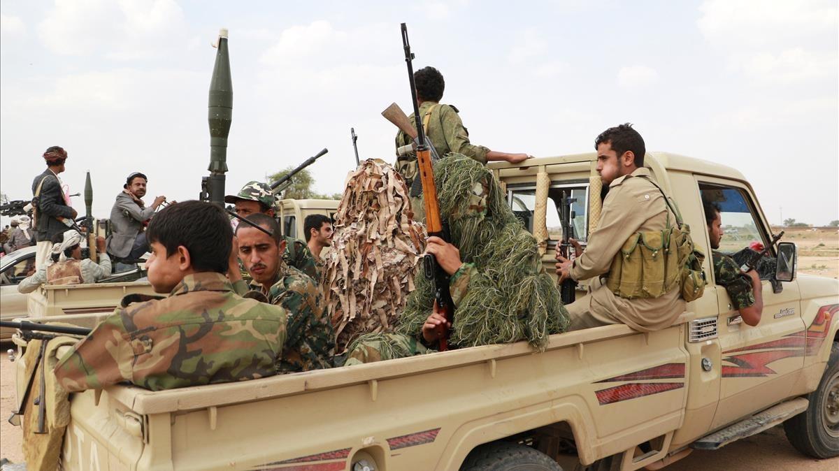 Combatientes hutís en Saná, la capitalyemení.