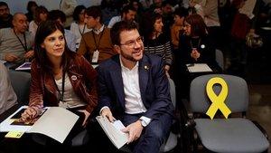 El coordinador Nacional de ERC y vicepresidente del GovernPere Aragones junto a Marta Vilalta, secretaria general adjunta y portavoz del partido momentos antes de intervenir ante el consell nacional de ERC.
