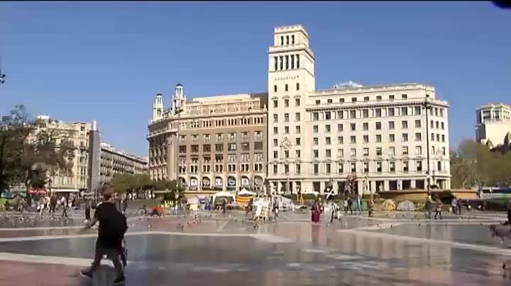 Els indigents acampen al centre de Barcelona per demanar una vivenda digna.