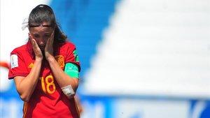 Eva Navarro, jugadora de la Seleccion Femenina española Sub 17, con gestos de preocupación.