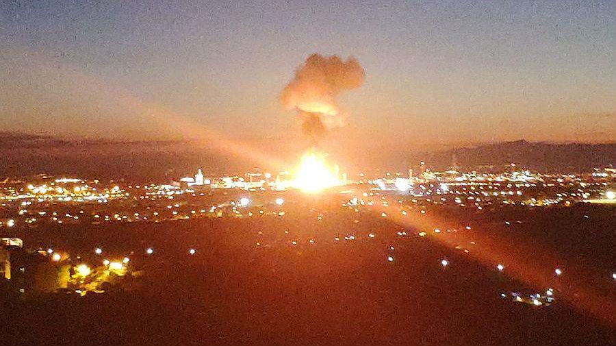 Explosión en el polígono de la petroquímica de Tarragona, este martes.