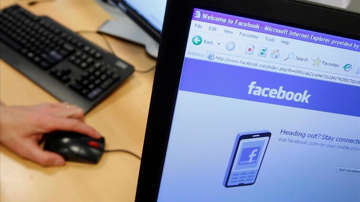 Hackers venden en internet mensajes privados de 81 mil cuentas de Facebook