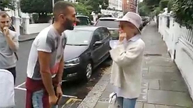Un fan de Barcelona se encuentra a Kylie Minogue por la calle y canta con ella