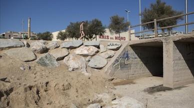 Badalona reconoce el problema cíclico de la suciedad en sus playas