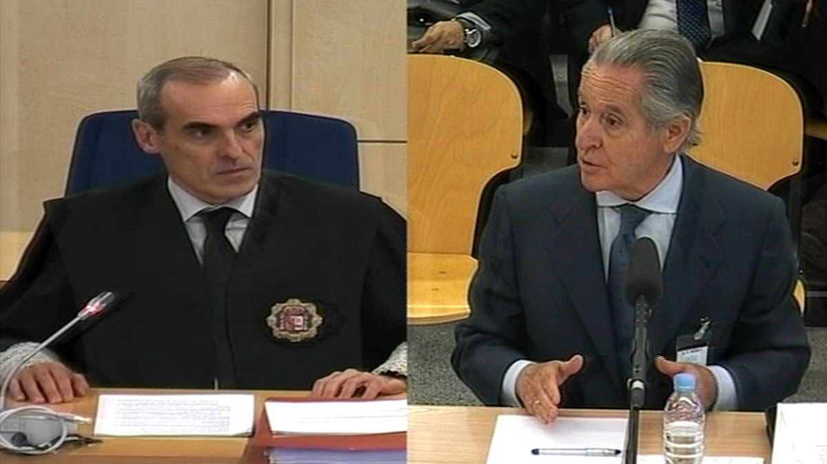 El fiscal Anticorrupción Alejandro Luzón y el expresidente de Caja Madrid Miguel Blesa, durante eljuicio de las tarjetas black.
