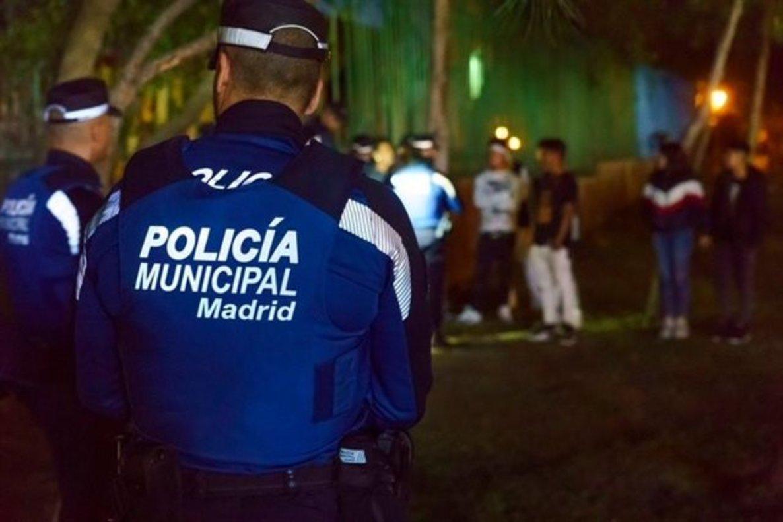 Detingut per agredir amb un matxet de mig metre dues persones en una baralla