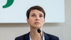 Frauke Petry, durante su conferencia de prensa en el Parlamento de Sajonia, en Dresde, el 26 de septiembre.
