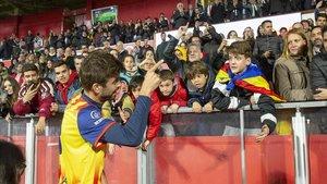 Gerard Piqué, en el estadio de Montilivi, durante el Catalunya-Venezuela.
