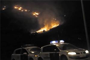 Millora la situació de l'incendi de Pollença, tot i que segueix actiu