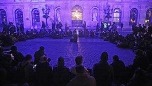 La plaza de Sant Jaume, el miércoles, tras ser ocupada por un grupo de jóvenes.