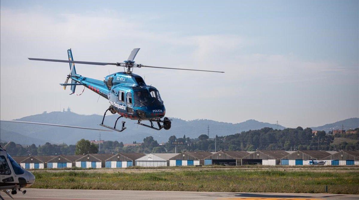 Un helicoptero de los Mossos d Esquadra despega del aerodromo de Sabadell.