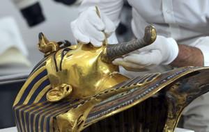 Imagen de la máscara de oro del faraón Tutankamón, en el Museo Egipcio de El Cairo.