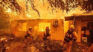 Este incendio es de los más mortíferos que jamás haya experimentado el estado más poblado de Estados Unidos.