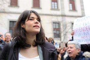 Isa Serra es reafirma que no va tirar «cap objecte als agents»