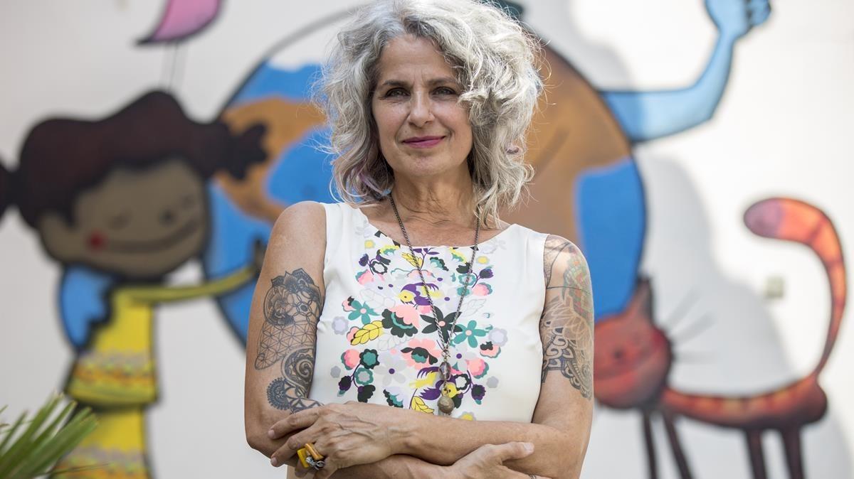La psicóloga Isa Soler, especialista en atender a personas que llegan de otro país, en El Manou.
