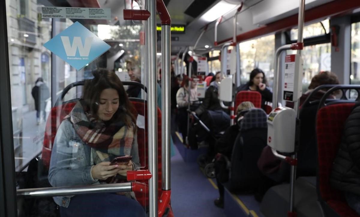 Un autobús de la línea 7 con wifi.