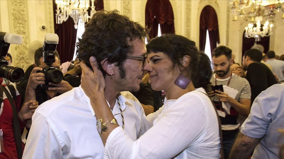 El alcalde de Cádiz, José María González, Kichi, y la diputada de Podemos en AndalucíaTeresa Rodríguez