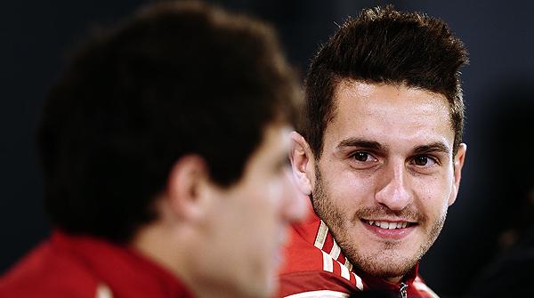 El centrocampista pretendido por el Barça reitera que tiene contrato con el Atlético y que está contento en su club.