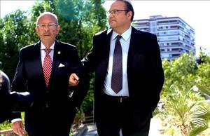El doctor Simón Viñals y su hijo Carlos, poco antes de recibir la sentencia absolutoria.