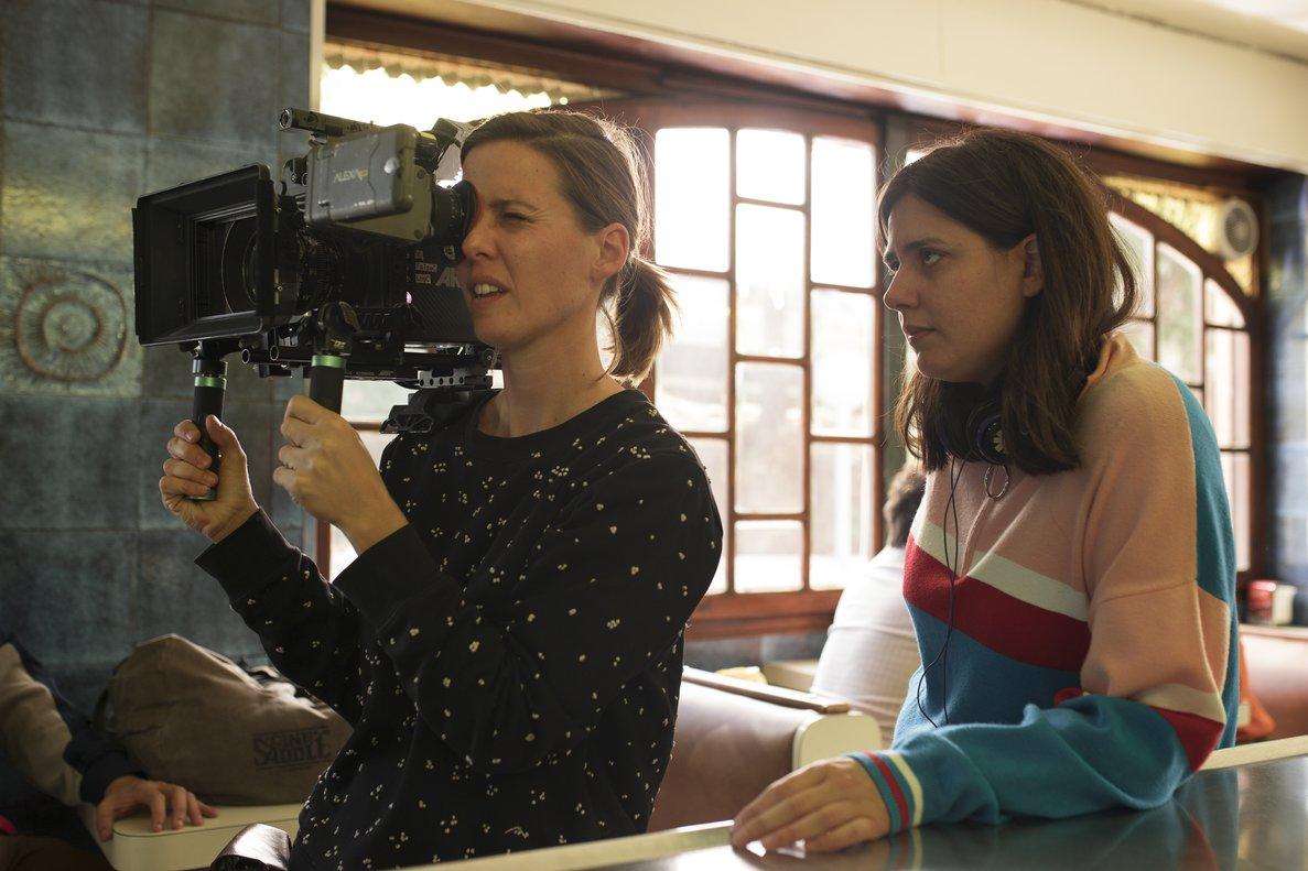 Belén Funes (derecha), durante el rodaje con la operadora.