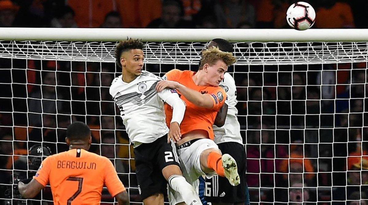 De Ligt marca de cabeza el momentáneo 1-2 del Holanda-Alemania.