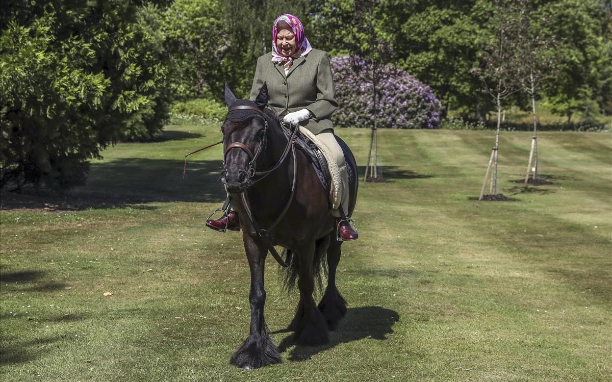 Isabel II, el domingo en Windsor, subida a una poni.