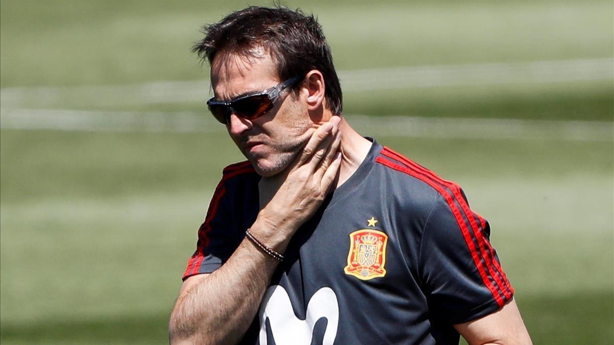 Lopetegui, en un entrenamiento de la selección española en Krasnodar.