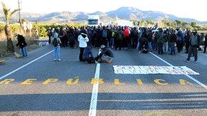 Los CDR cortan una carretera en una de sus protestas, en una imagen de archivo.