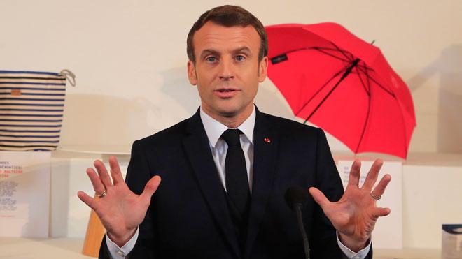 Manifestantes impide la apertura del Museo del Louvre en París,contra la reforma de las pensiones del presidente, Emmanuel Macron.