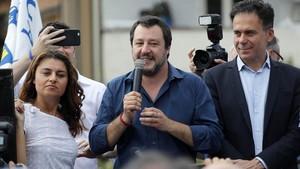 Matteo Salvini, en el centro.