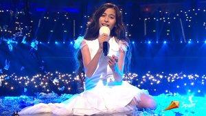 Melani al principio de su actuación con Marte en Eurovisión Junior.