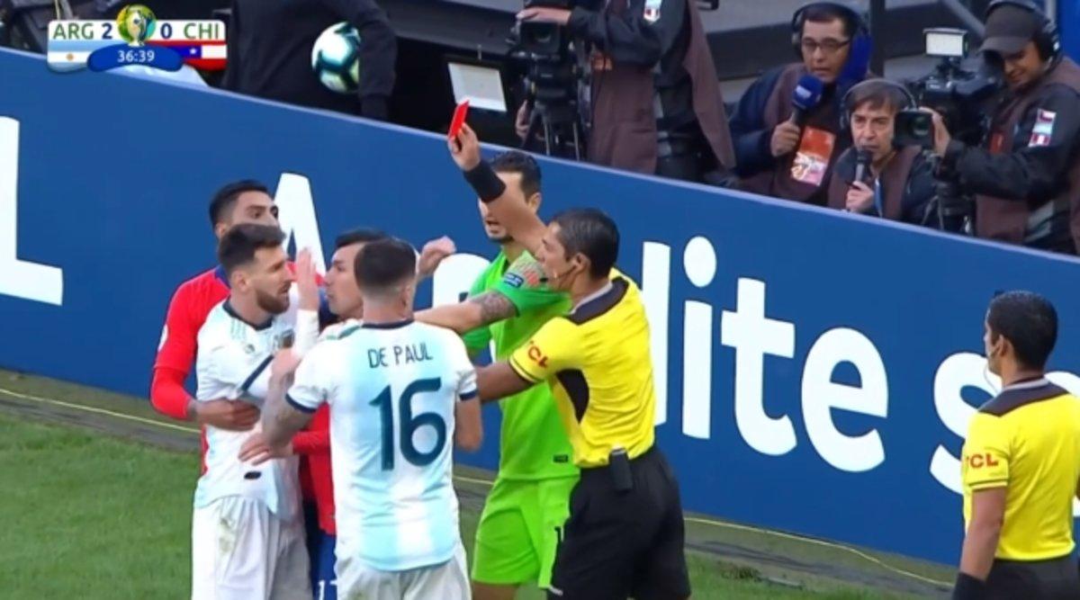 Messi ve la roja en el partido por el tercer puesto de la Copa América.