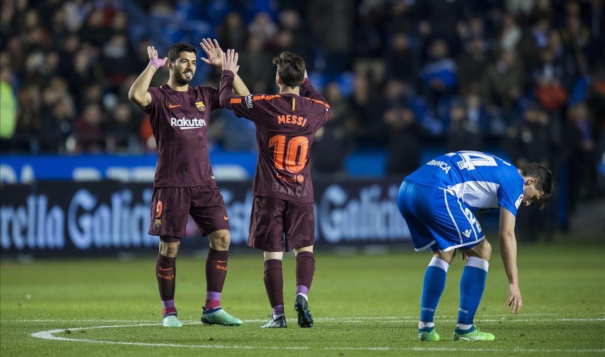 Messi y Suárez festejan uno de los goles.