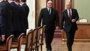 Mijail Mishustin, izquierda, acompañado ayer de Vladimir Putin.