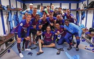 El equipo celebra una victoria en el Santiago Bernabéu.