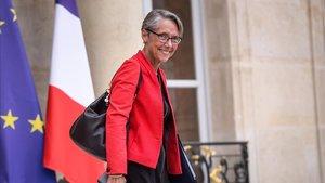 La Ministra de Transporte y Ecología, Elisabeth Borne saliendo del Elíseo