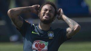 Neymar, en el entrenamiento de Brasil en Gran Comary este sábado.