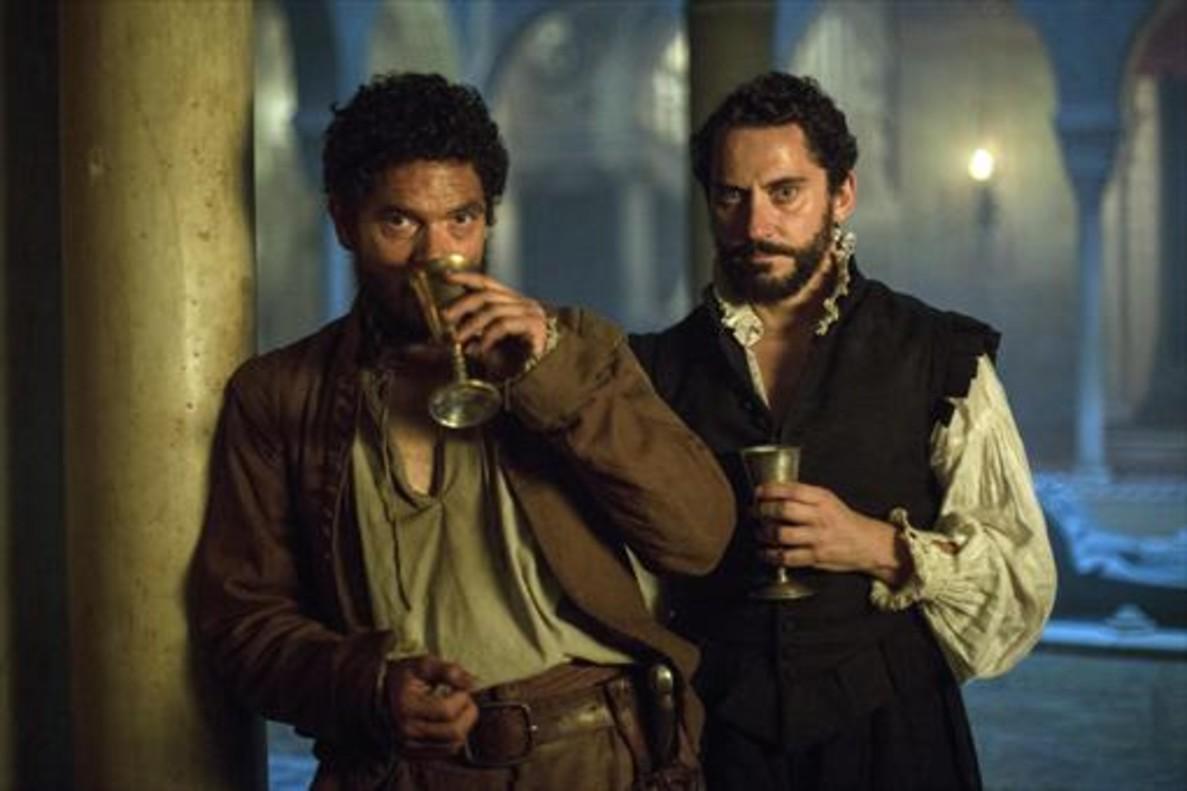 Pablo Molinero (izquierda) y Paco León, en un fotograma de La peste.