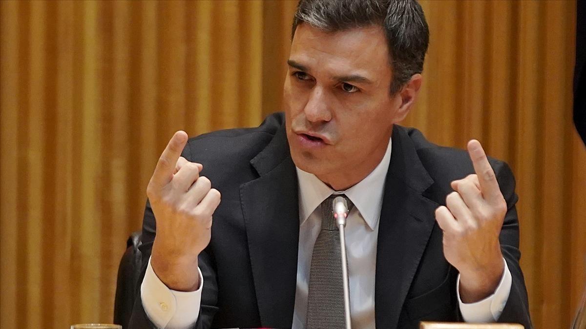 Pedro Sánchez durante la reunión del grupo parlamentario del PSOE.
