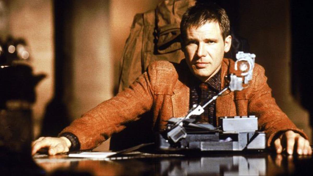Rick Deckard (Harrison Ford) identificaa un replicantemediante una prueba para rastrear sus recuerdos y emociones, en 'Blade runner'.