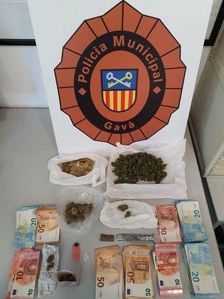 La Policía Municipal de Gavà ha detenido a una persona y le ha decomisado marihuana lista para vender