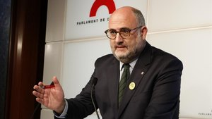 El portavoz adjunto de JxCat en el Parlament, Eduard Pujol, en una rueda de prensa.