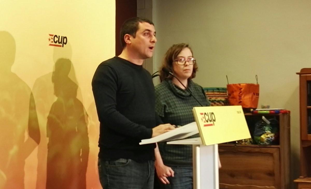 Quim Arrufat y Eulàlia Reguant, en la rueda de prensa posterior al consejo político de la CUP.