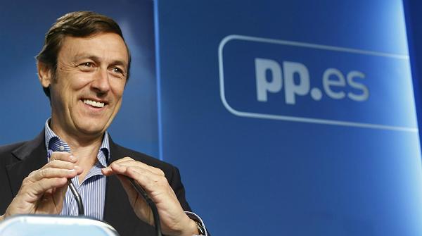 Rafael Hernando, diputado del PP, durante el debate de la cadena 13TV.